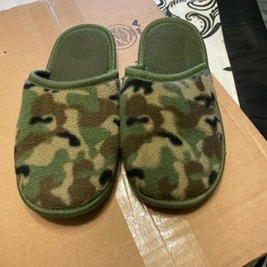 😃3 for $20! Camouflage slippers in good condition